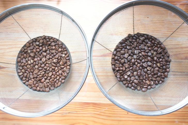 浅煎りと深煎りのコーヒー豆